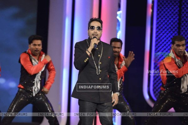 Mika Singh Performs at NDTV Cleanathon