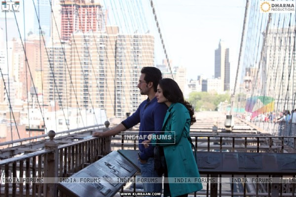 A still of Saif and Kareena Kapoor (39212)