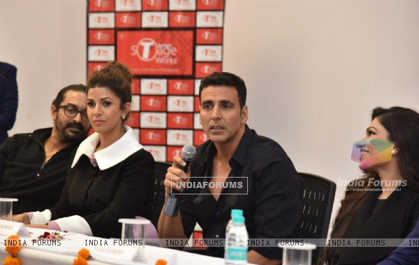 Akshay Kumar, Nimrat Kaur and Tulsi Kumar Promotes Airlift at Noida