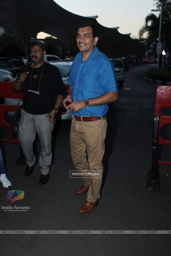 Sanjeev Kapoor Snapped at Airport
