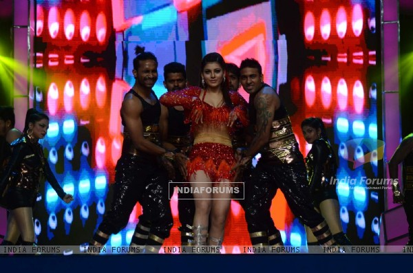 Urvashi Rautela Performs at Umang Police Show 2016