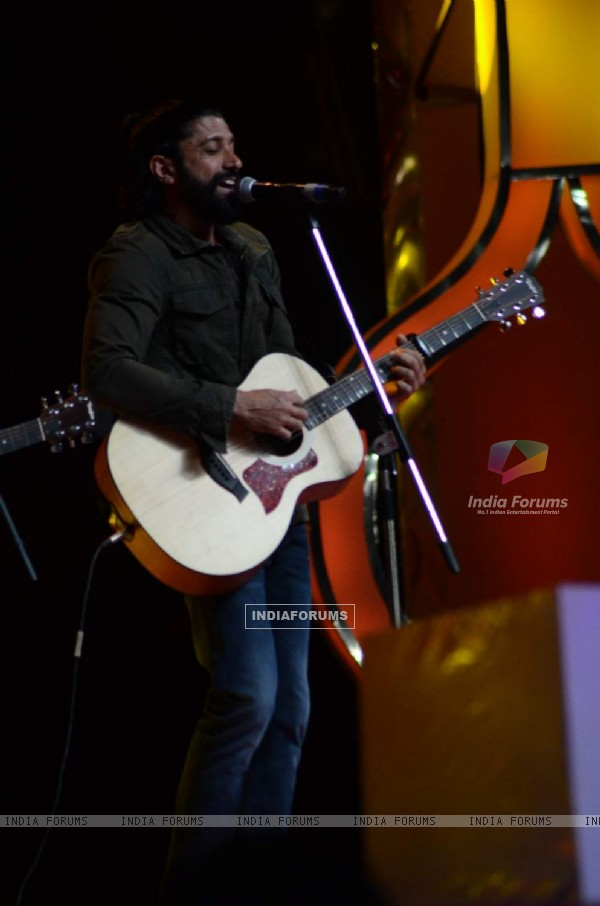 Farhan Akhtar performing at Umang Police Show 2016