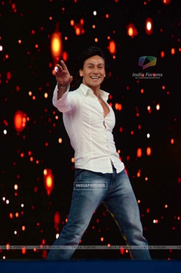 Tiger Shroff at Umang Police Show 2016