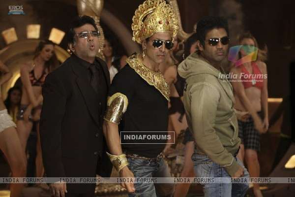 A still of Akshay, Sunil and Paresh Rawal