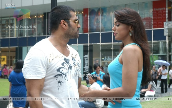 Sunil Shetty with Sameera Reddy