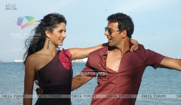 Romantic scene of Akshay and Katrina