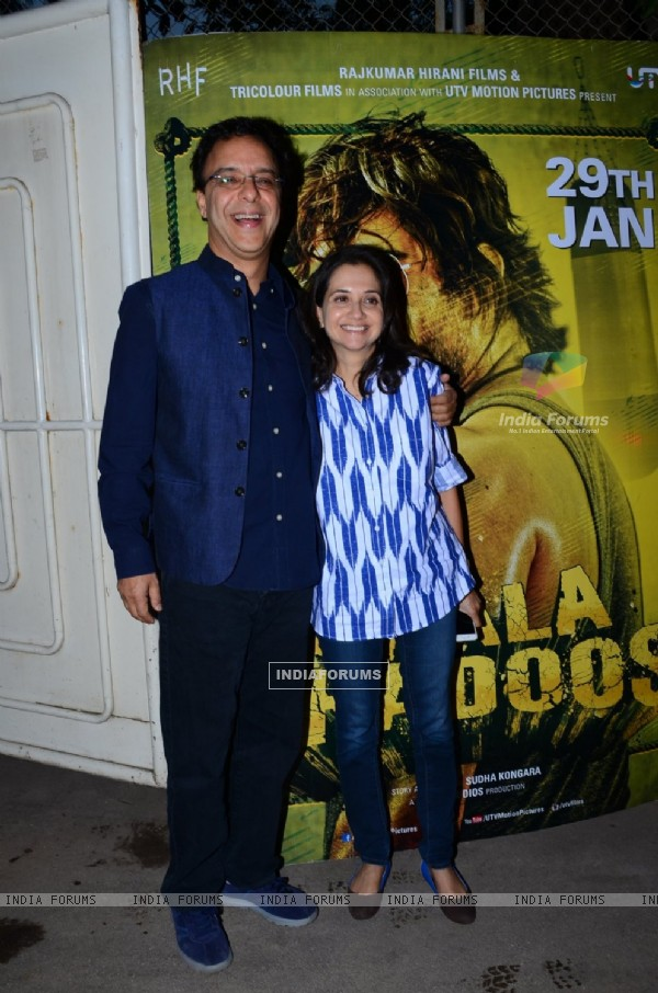 Vidhu Vinod Chopra and Anupama Chopra at Special Screening of Saala Khadoos