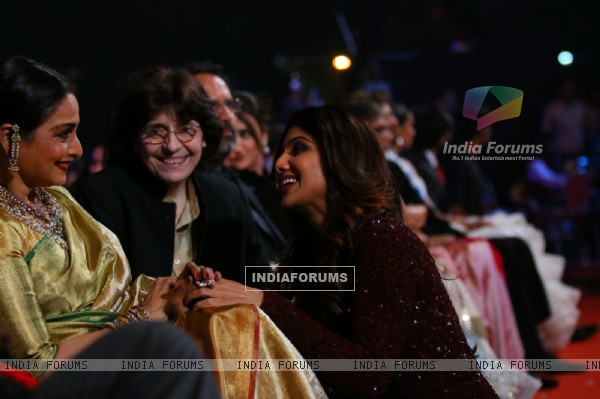 Shilpa Shetty with Rekha at  Star Screen Awards