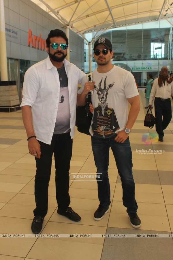 Armaan Kohli and Sooraj Pancholi Snapped at Airport