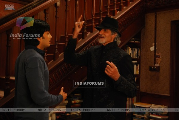 Amitabh Bachchan showing magic to Ritesh Deshmukh