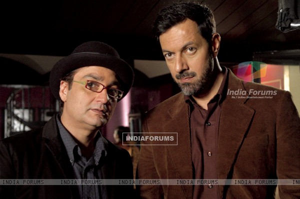 A still image of Rajat Kapoor and Vinay Pathak