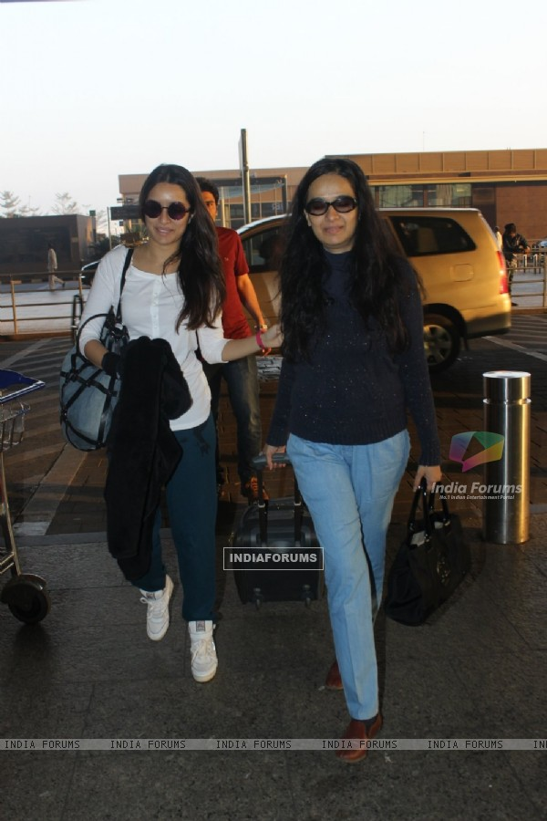Shraddha Kapoor Snapped with Mother at Airport
