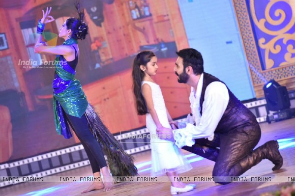 Sandip Soparrkar & Jesse Randhawa Performs the opening dance at 14th Mumbai International Film Fest