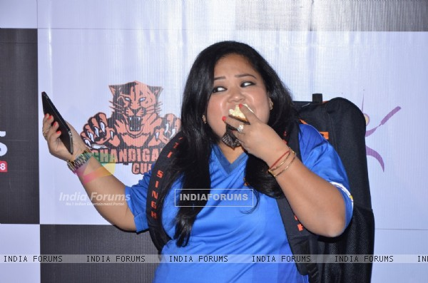 Bharti Singh Snapped Eating at Press Meet of 'Chandigarh Cubs' Team BCL