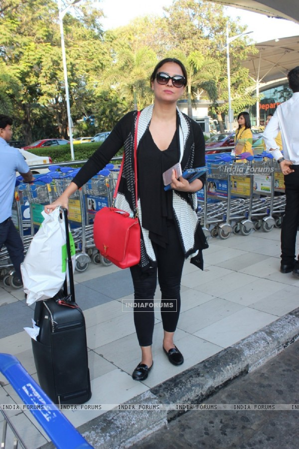 Lara Dutta Snapped at Airport
