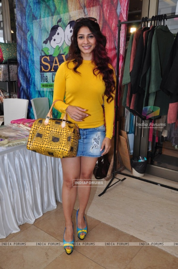 Tanishaa Mukherji at Araaish Exhibition 2016