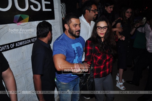 Preity Zinta Celebrates her Birthday With Salman Khan and with Friends at Olive
