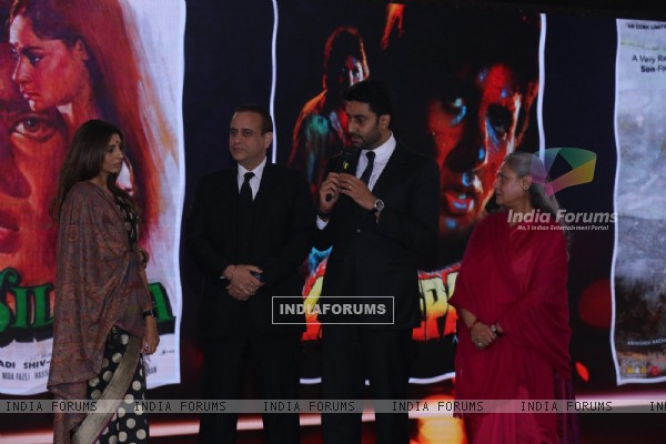Shweta Nanda, Abhishek Bachchan and Jaya Bachchan at NDTV Indian of the Year Awards