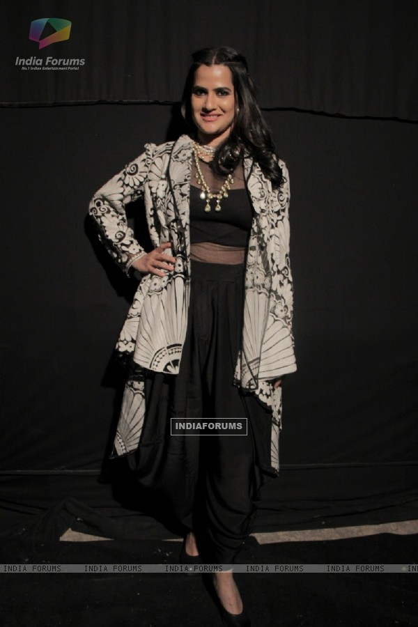 Sona Mohapatra poses for the media at Mehrangarh Fort