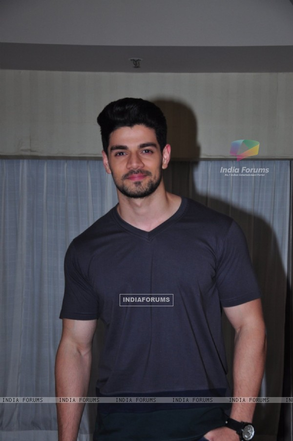 Sooraj Pancholi was snapped at HTC Fashion Show 2016