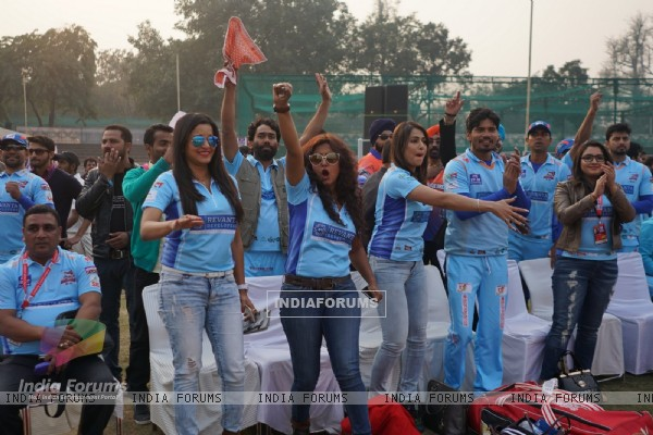 Bhojpuri Dabanggs Cheers Their Team at 'Celebrity Cricket League' Match