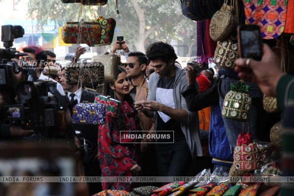 Katrina and Aditya Shops at Janpath Market to Promote 'Fitoor'