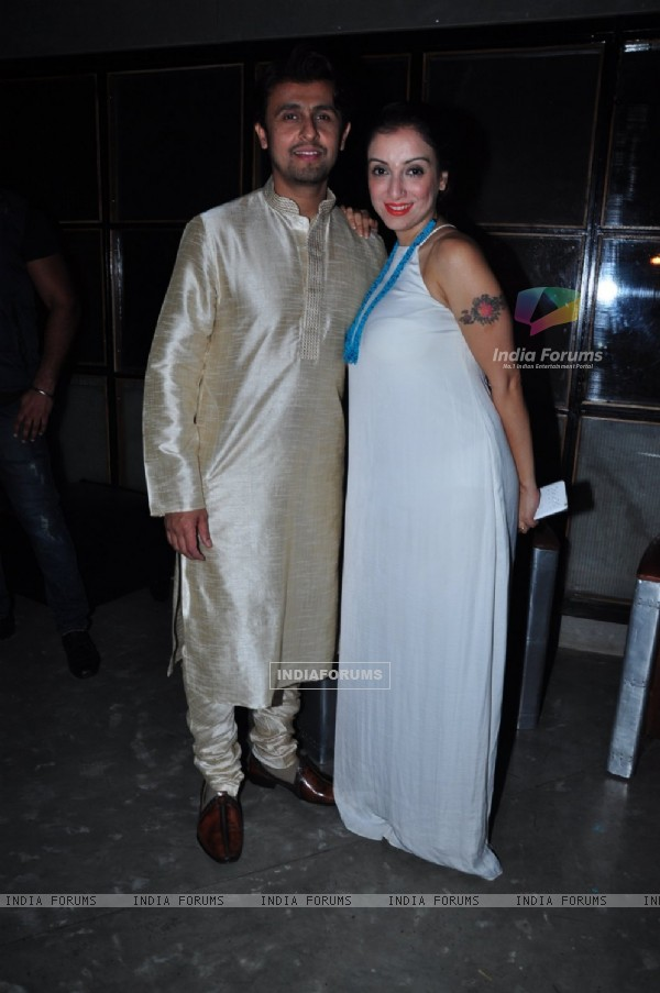 Sonu Nigam and Madurima Nigam at Meet Bros Success Bash