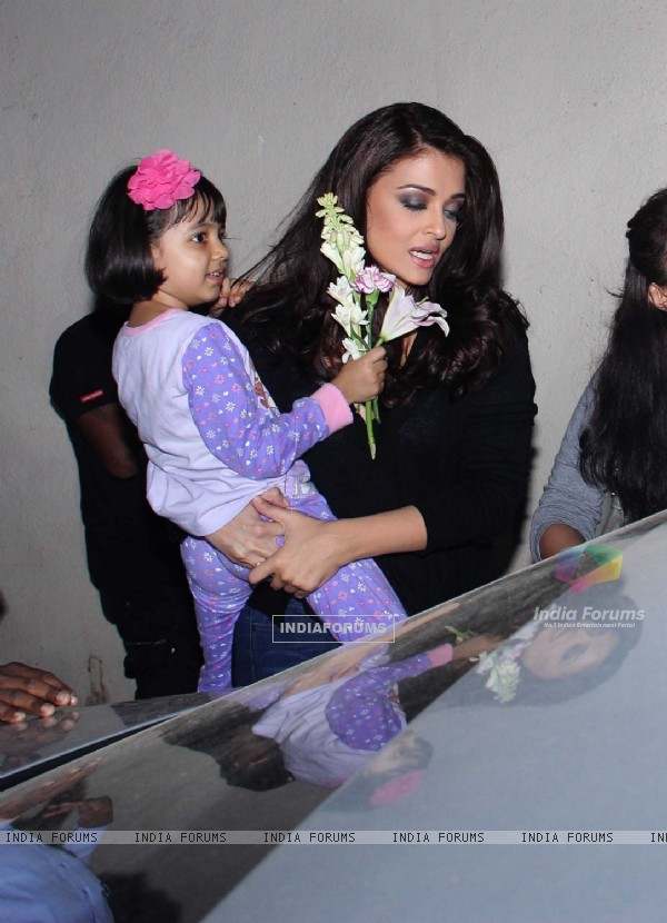 Aishwarya Snapped with her daughter Aaradhya Bachchan!