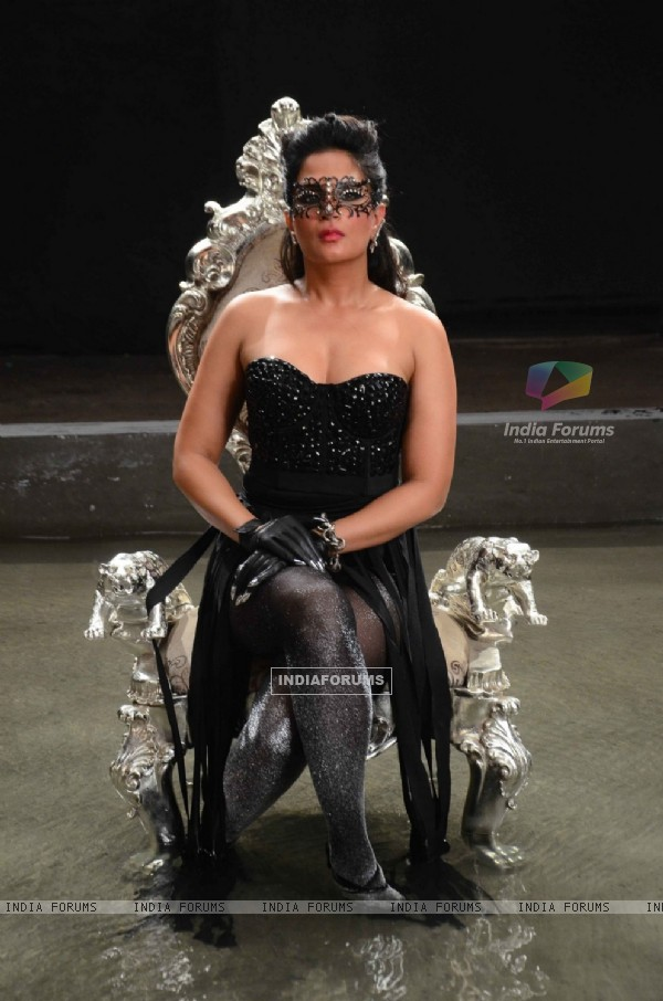 Richa Chadda Looks Stunning at Launch of film 'Cabaret' & On Location Shoot!