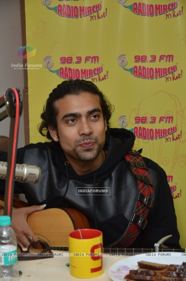 Jubin Nautiyal Goes Live at Radio Mirchi to Promote 'Ishq Forever'