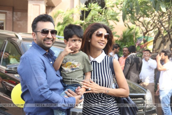 Raj Kundra and Shilpa Shetty with their son at Arpita Khan's Baby Shower