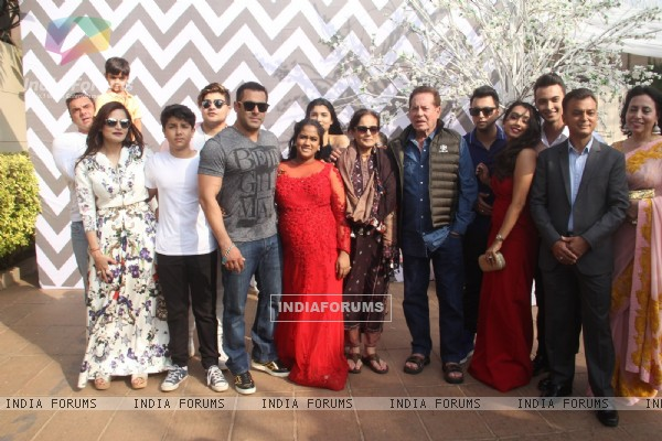 Salman's whole Family at Arpita Khan's Baby Shower