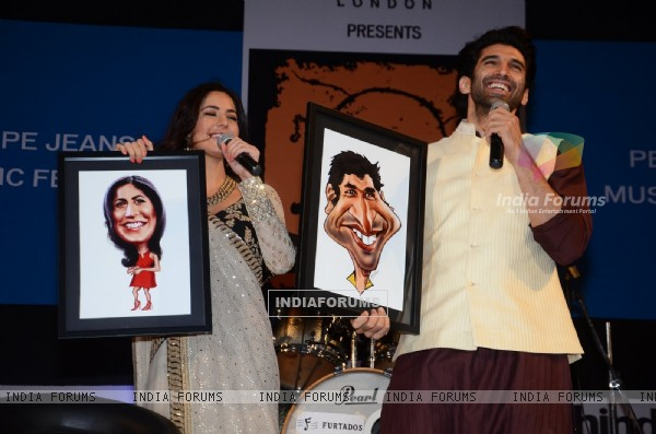 Katrina and Aditya Displays their Photo Frame She got as a gift at Kala Ghoda Arts Festival 2016