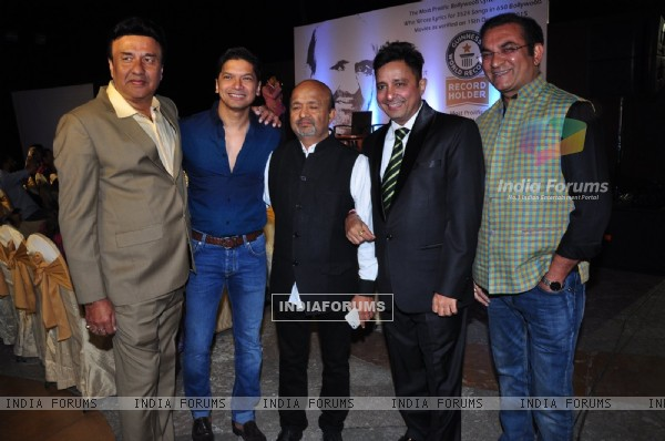 Bollywood Top Singers at Event of Sameer Anjaan Receiving the Guinness World Record Certificate!