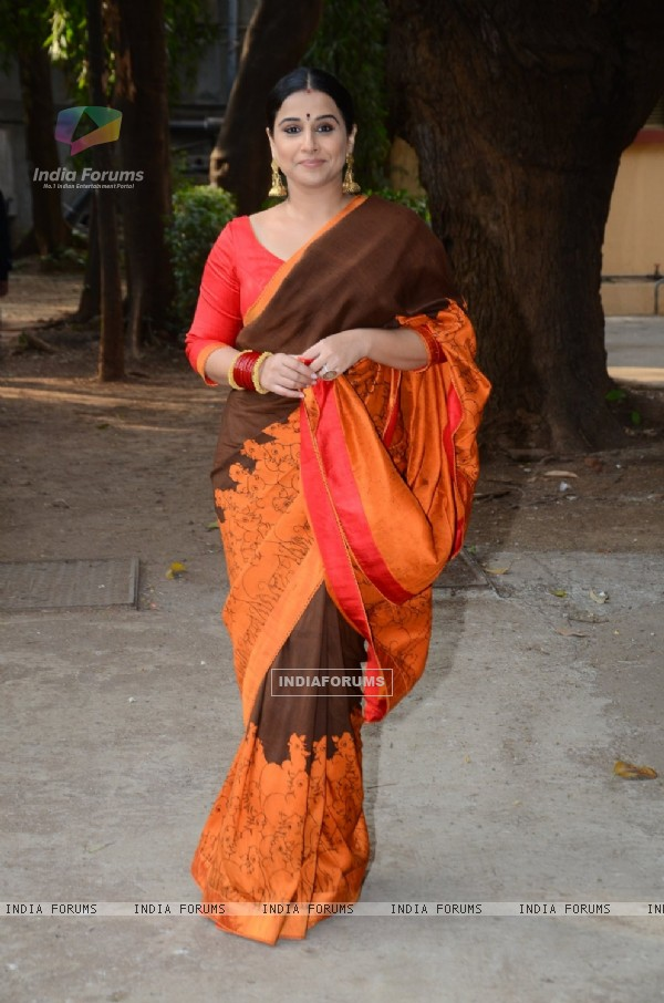 Vidya Balan poses for the media at Gaurang Shah's Summer Collection Launch