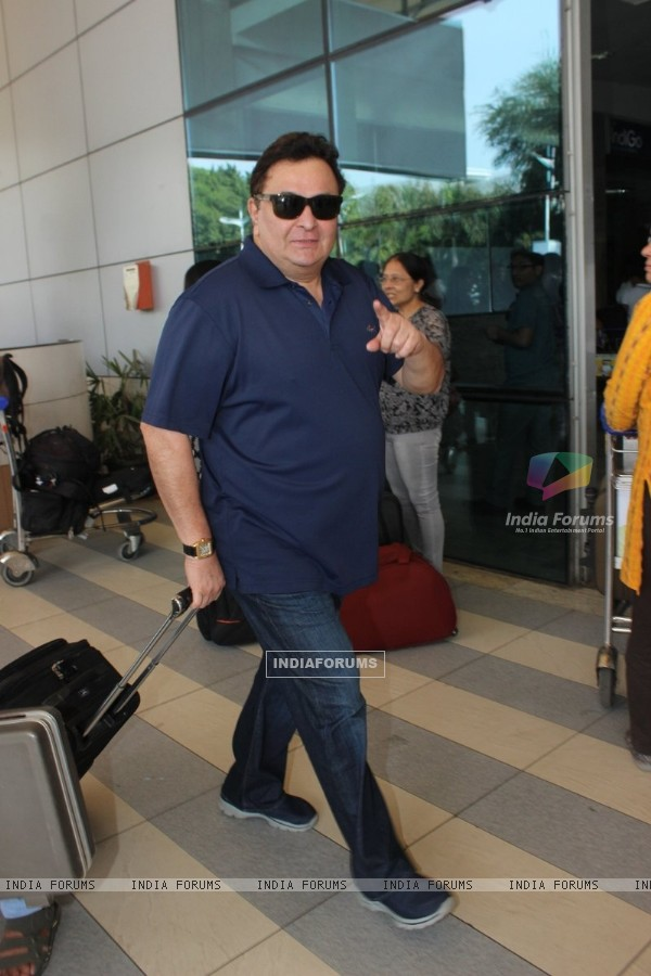 Rishi Kapoor was snapped at Airport