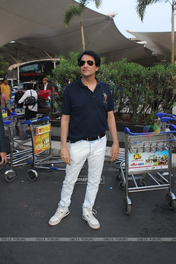 Shamak Davar was snapped at Airport