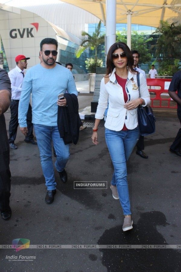 Shilpa Shetty and Raj Kundra were spotted at Airport