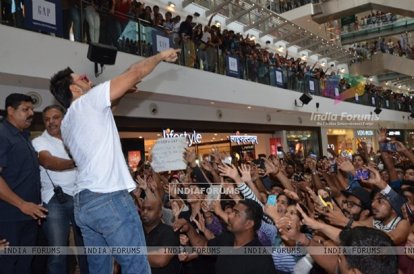 Ranveer Singh greets his fans at Gap Jeans Store Launch