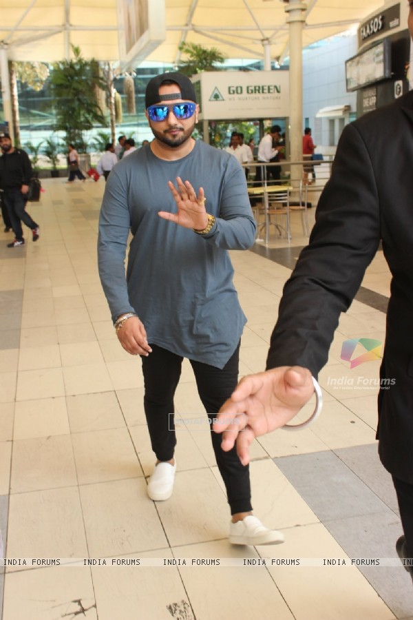 Yo Yo Honey Singh Snapped at Airport