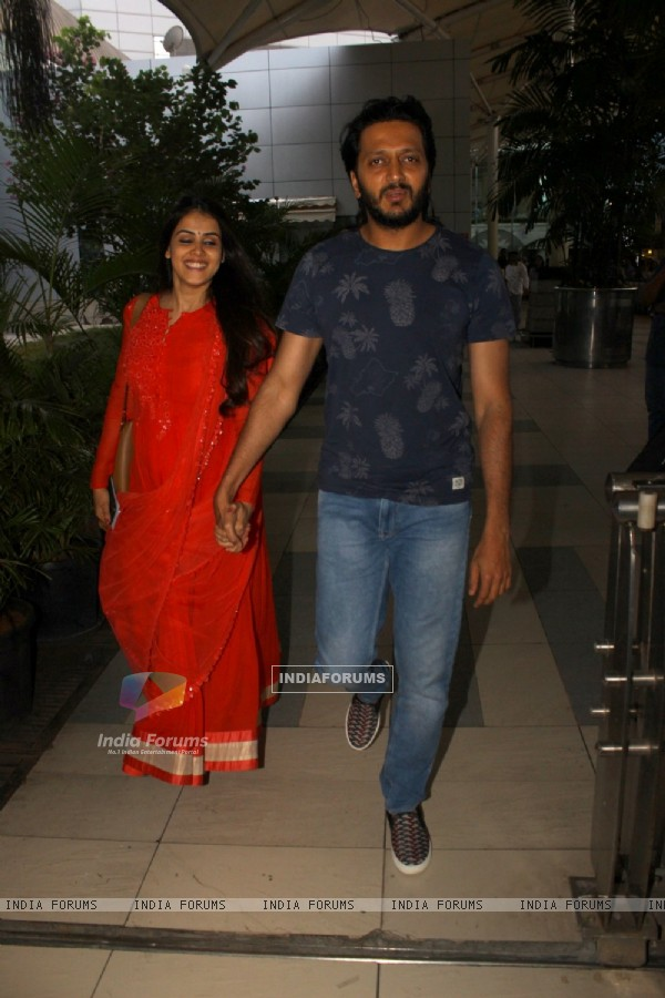 Riteish Deshmukh and Genelia Dsouza Snapped at Airport