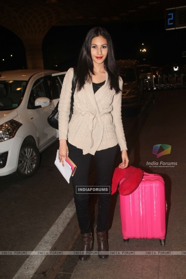 Amrya Dastur at Mumbai International Airport