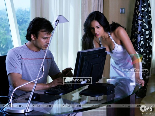Vivek Oberoi and Aruna Shields looking shocked