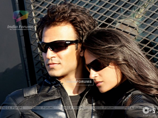 Vivek Oberoi and Aruna Shields in full black