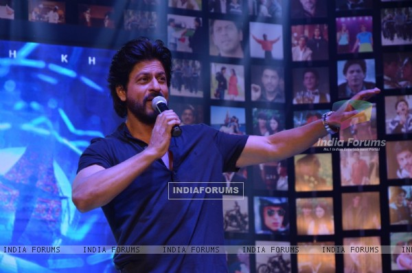 Shah Rukh  Khan entertains the Audience at Trailer Launch of 'FAN'