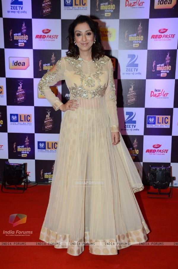 Madhurima Nigam at Mirchi Music Awards 2016