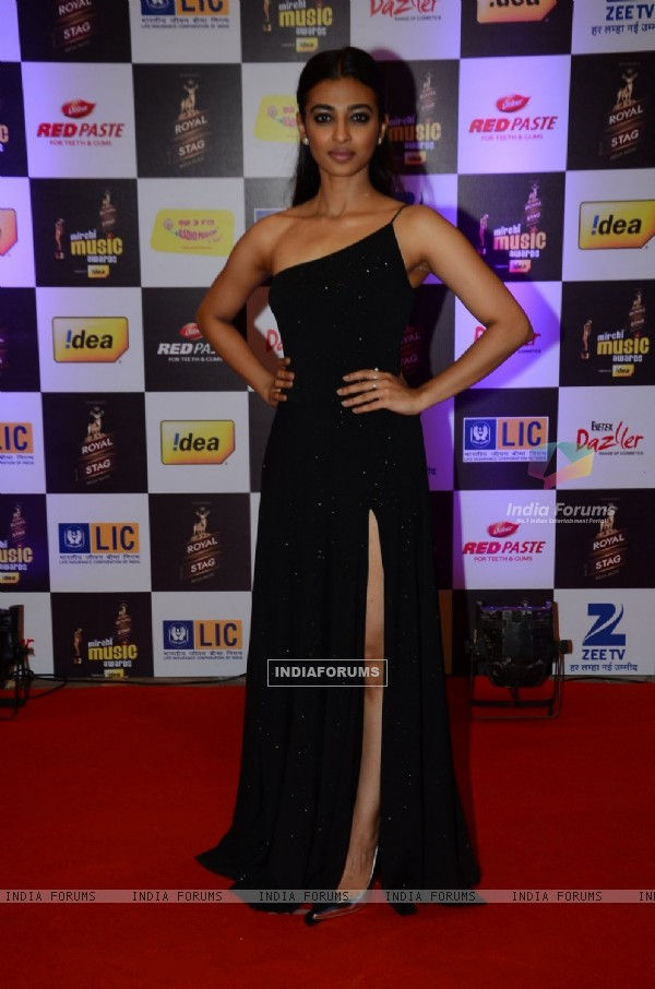 Radhika Apte at Mirchi Music Awards 2016