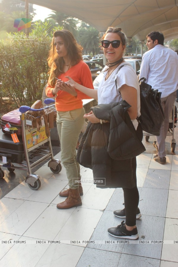 Neha Dhupia spotted at Airport!