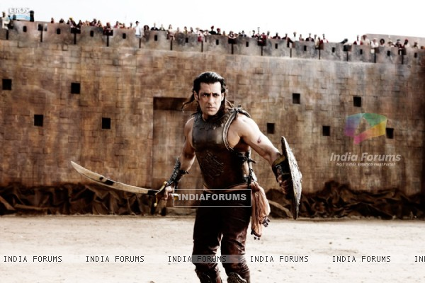 Salman Khan with sword and shield (39863)