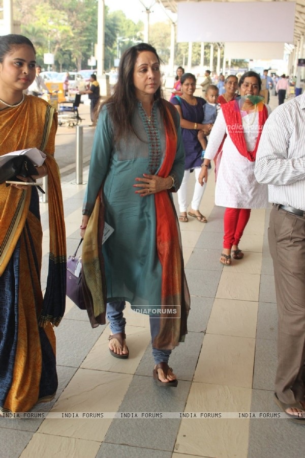 Hema Malini Snapped at Airport
